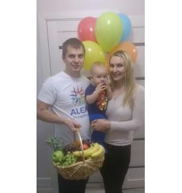 """Корзина фруктов """"На здоровье"""" и 5 разноцветных шариков"""